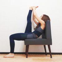 【毎朝1分】梅雨のむくみ対策!座ったまま簡単「椅子ヨガストレッチ」