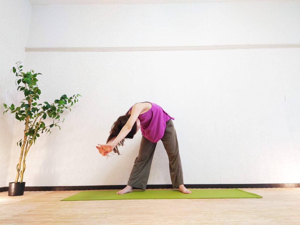 立ったまま簡単!インナーマッスルを刺激する「代謝を上げるヨガポーズ」