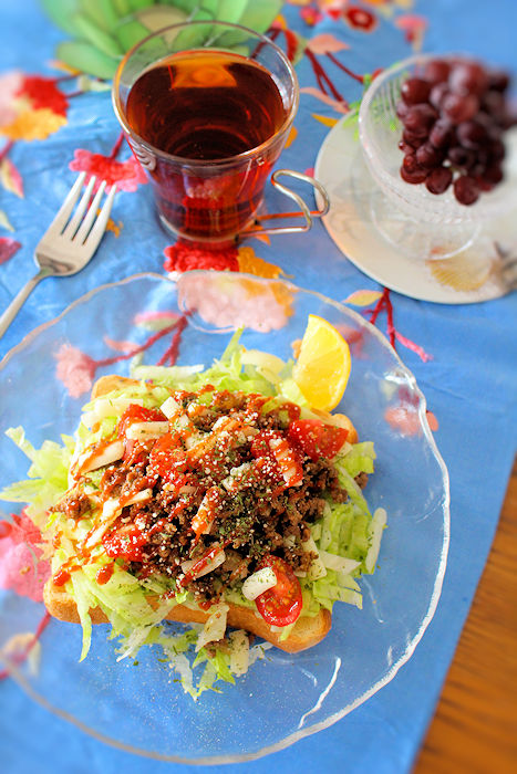 食べて夏バテ予防!簡単「タコライス風トースト」レシピ