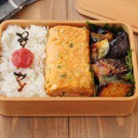下処理いらずで簡単!「塩サバとなすのピリ辛」「明太マヨ卵焼き」2品弁当
