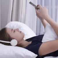 睡眠の質がアップ!ぐっすり眠りたいときの「音楽」活用法3つ