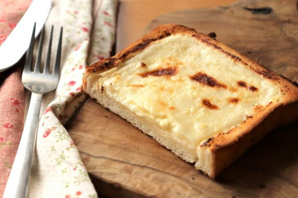 お菓子みたい♪材料4つで簡単!レモン風味の「チーズタルトトースト」