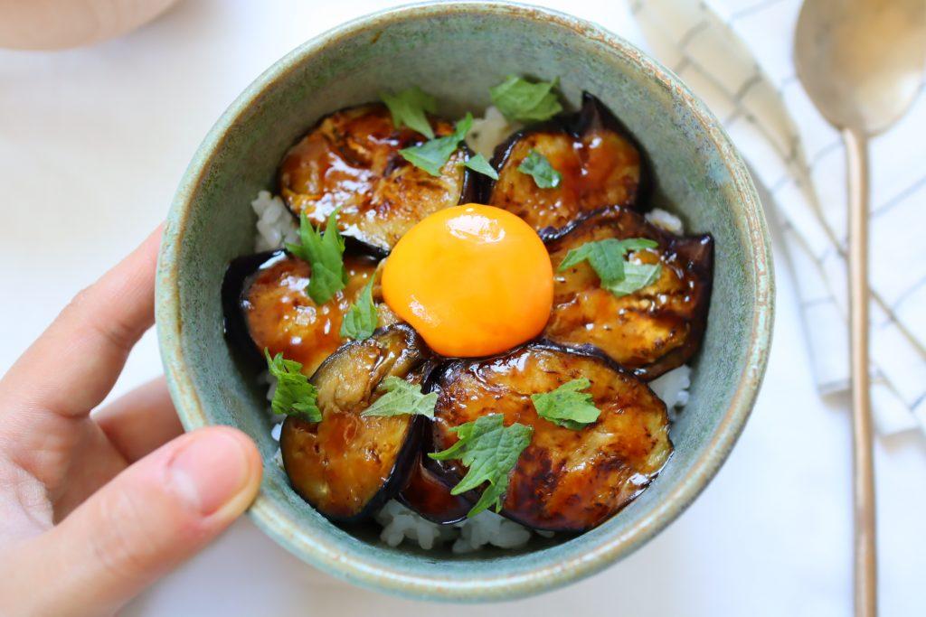 黄身がとろり♪野菜が主役!簡単ヘルシー「てりなす丼」レシピ