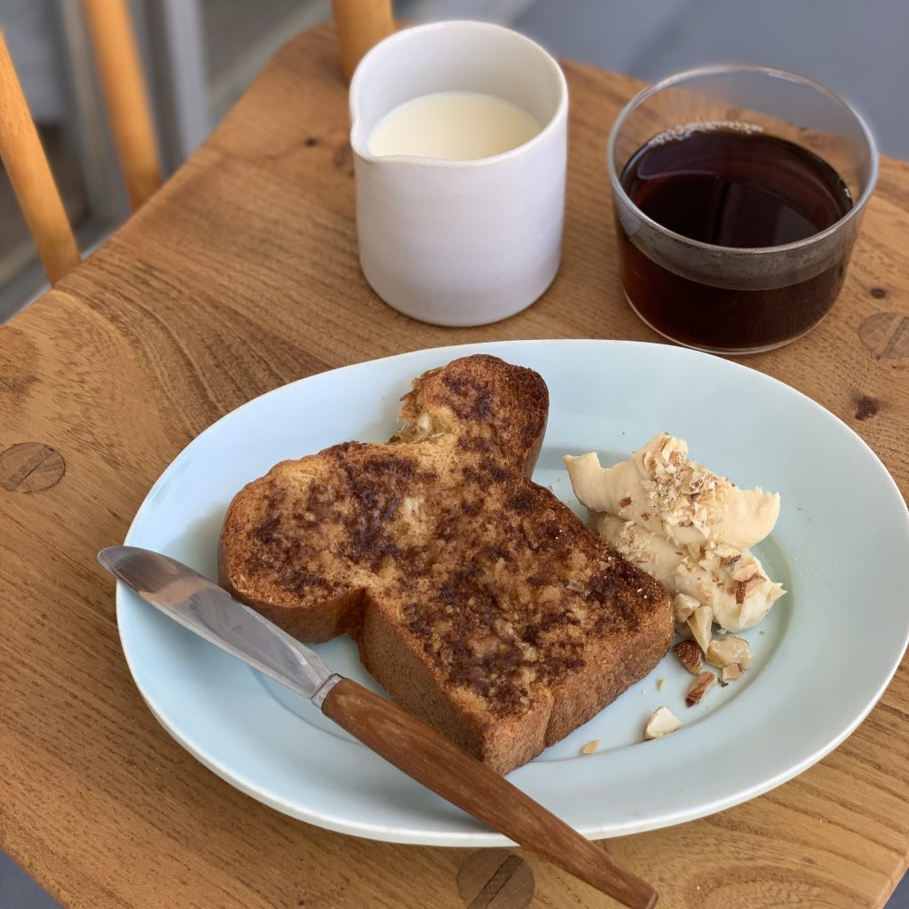 落ち込んだ朝に♪食パンで簡単「シナモンロール風トースト」と映画『LIFE!』
