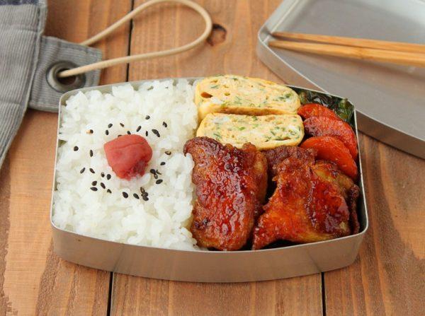 ごはんが進む♪「鶏と野菜のカレーケチャップ照り焼き」「パセリ卵焼き」2品弁当