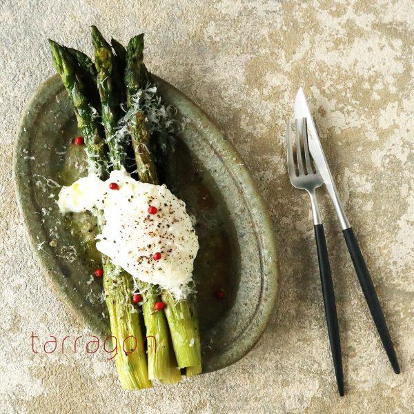 失敗しない「ポーチドエッグ」の作り方も!簡単「アスパラグリルのサラダ」