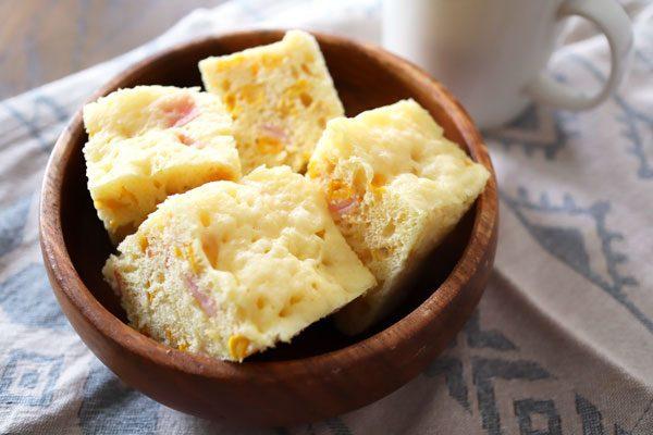 ズボラさんも作れる!ホットケーキ粉+レンジで簡単「ハムコーンチーズパン」 by料理家 齋藤菜々子さん