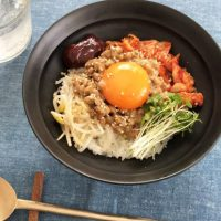 暑い朝の人気者!火を使わず簡単「混ぜご飯」レシピ3選