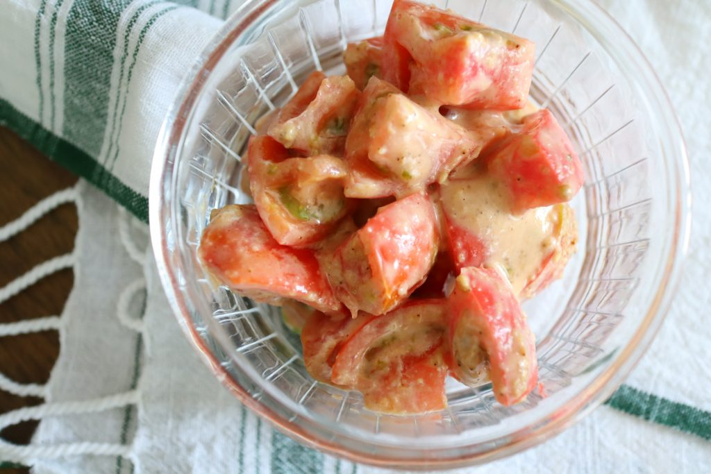 トマトの胡麻マヨ和え