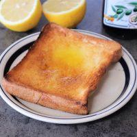 材料4つだけで簡単!さっぱり美味♪「塩レモンオリーブオイルトースト」