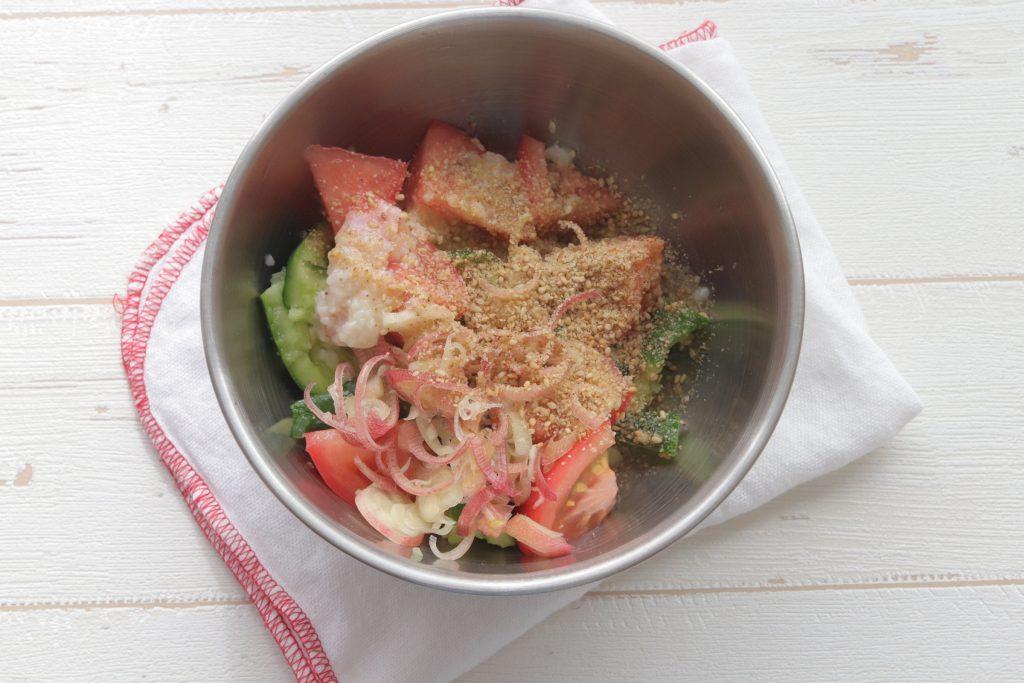夏バテ対策に!生姜が香るさっぱり味◎「きゅうりとトマトの塩麹和え」レシピ