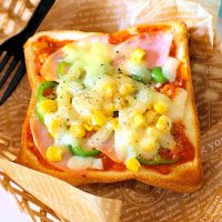 朝がグーンと楽になる!自家製「冷凍ピザトースト」の作り置き◎