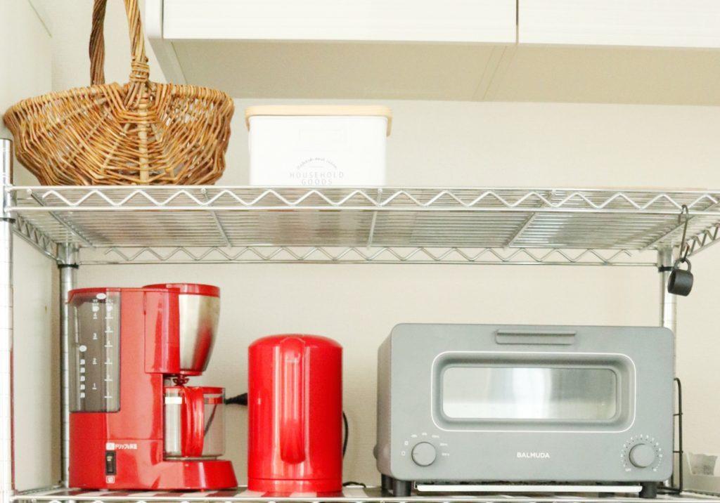 朝の時短につながる!キッチンラックに「余計なモノを置かない」片づけ術