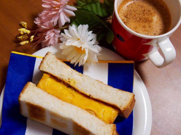 簡単朝ごはん!喫茶風☆厚焼き玉子のホットサンド byまぎーえみりーさん