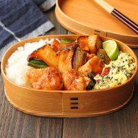 秋がギュッ!簡単「きのこ焼鳥丼」「さつまいものレンジサラダ」2品弁当