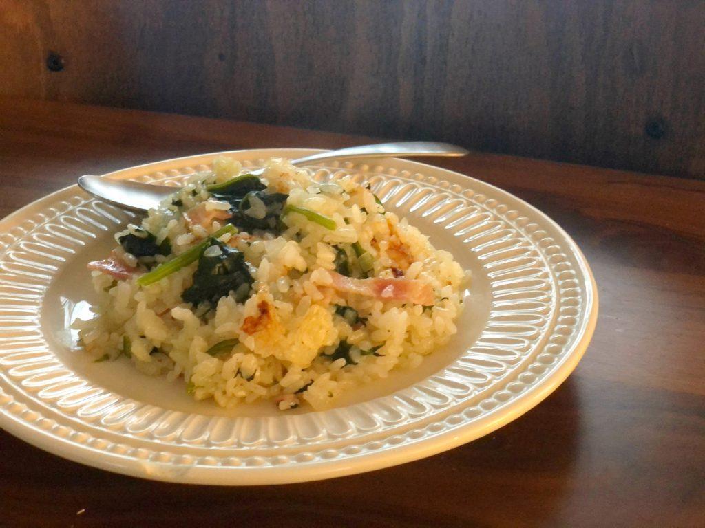 お肌の乾燥対策にも◎炊飯器で簡単「ほうれん草とベーコンのピラフ」 by料理家 齋藤菜々子さん