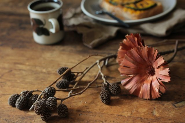 テーブル上の秋小物