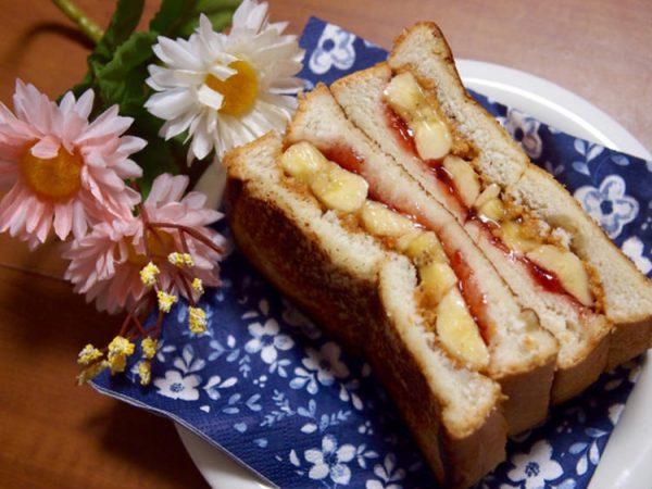 簡単朝ごはん!エルビス・プレスリーが愛した?!ピーナッツバター&バナナのホッサンド byまぎーえみりーさん