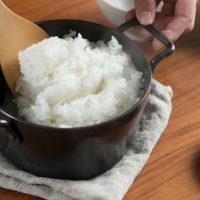 炊飯時間5分で脱・炊飯器!IH対応「鉄の小さなごはん鍋」