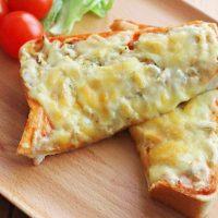 食パンにのせて焼くだけ!簡単「アレンジトースト」レシピ5選