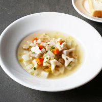 旬野菜たっぷり!寒い朝に簡単「ささみと根菜のミネストローネ」