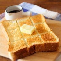 厚切り食パンなら…こうやって食べたい!「ハニーバタートースト」