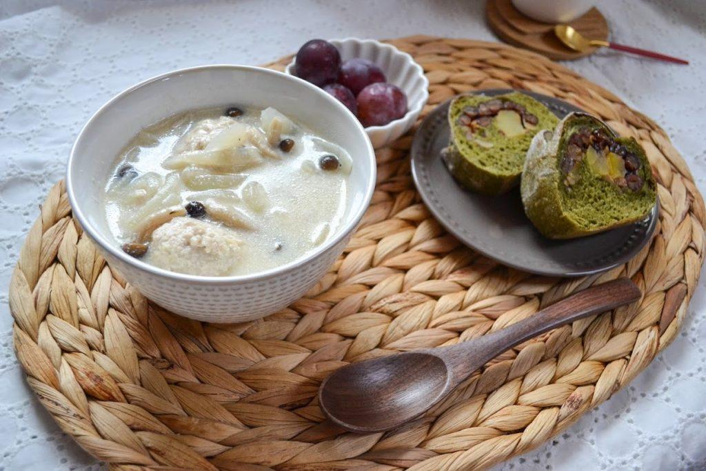 しめじと生姜たっぷり鶏団子の豆乳スープ
